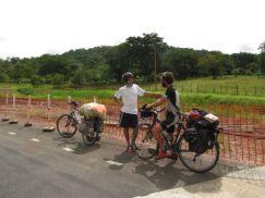 Cicloviajero inglés llegando a David / Panamá