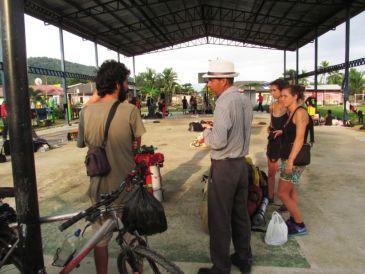 Charlando con un inmigrante cubano en Puerto Obaldía / Panamá
