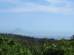 Momotombo y el lago de Nicaragua desde El Crucero