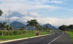 Volcán de Agua en la carretera Escuintla-ciudad de Guatemala