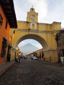 Arco de Antigua y volcán de Agua